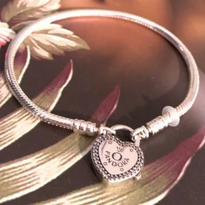 Ltd.Ed. Pandora Moments Heart Padlock Bracelet 7.9